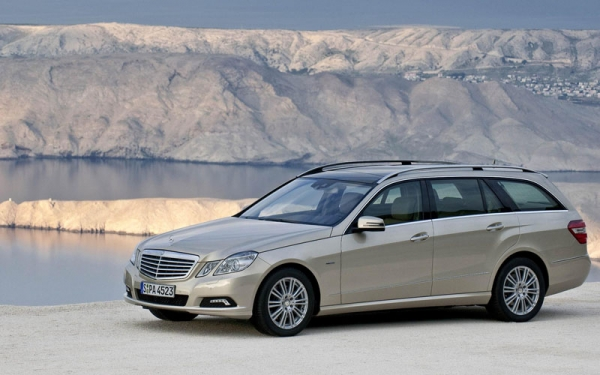 Mercedes-Benz E-Class Estate static