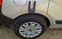 Citroen Nemo Multispace magnetic boot torch attached to wheelarch