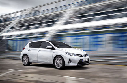 617_Toyota_AURIS_HYBRID_Action_Side