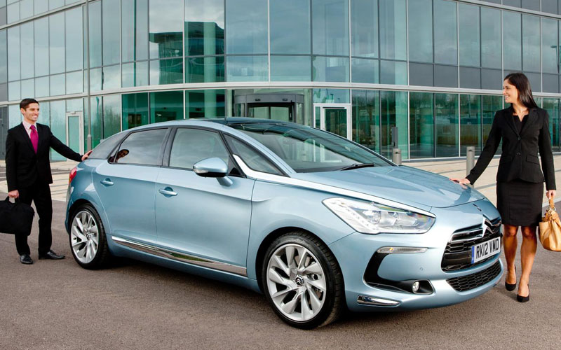 Citroen DS5 with business people