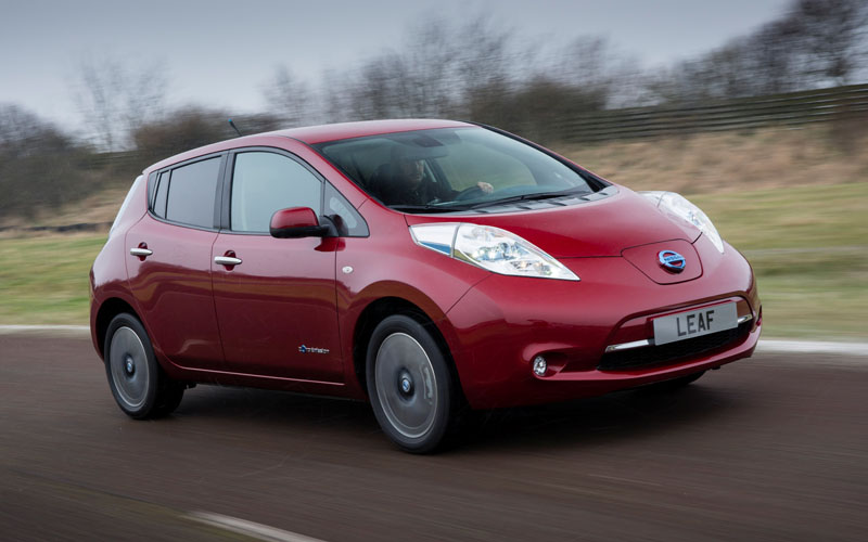 670_Nissan_Leaf_action