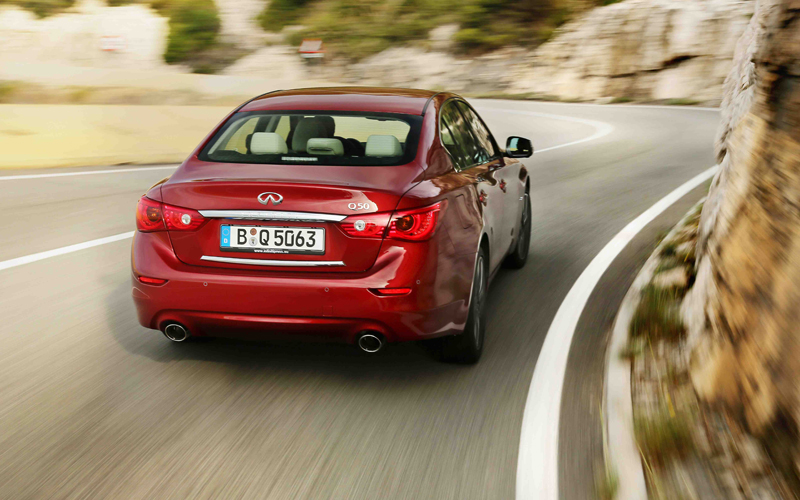 1248_Infiniti_Q50_drive_by_wire_on_the_road