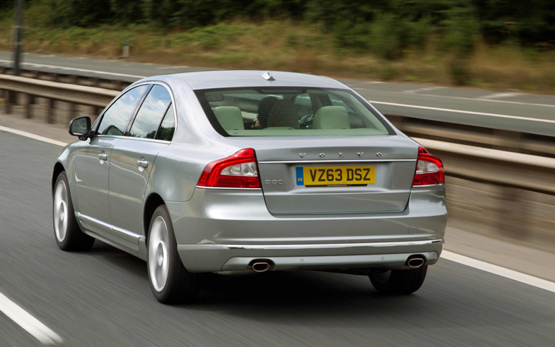 679_Volvo_S80_D4_Action_Rear