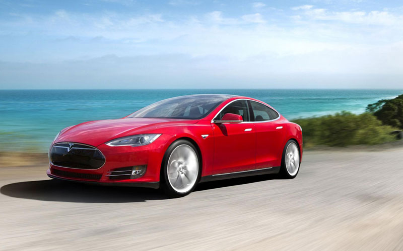 700_Tesla_Model S_review_action