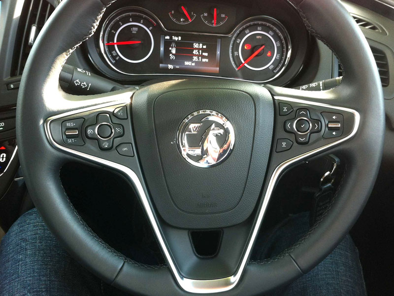 Insignia: In touch via the steering wheel | Business Car Manager