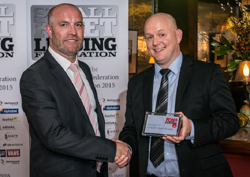 Mike Thompson of Network presents Paul Bulloch of Concept Vehicle Leasing with the award for 250-1,000 sales