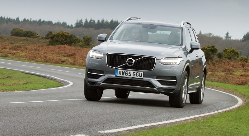 The Volvo XC90 T8 Momentum on the go