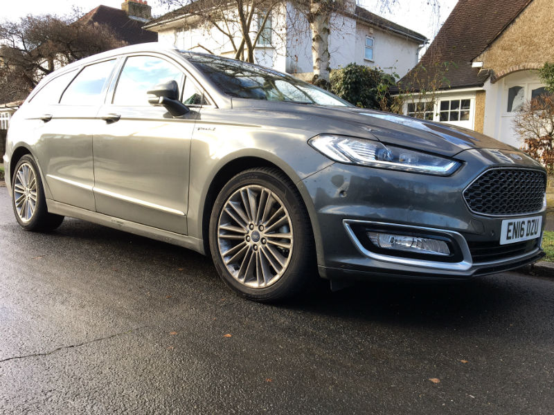 Ford Mondeo Vignale Estate front three quarters