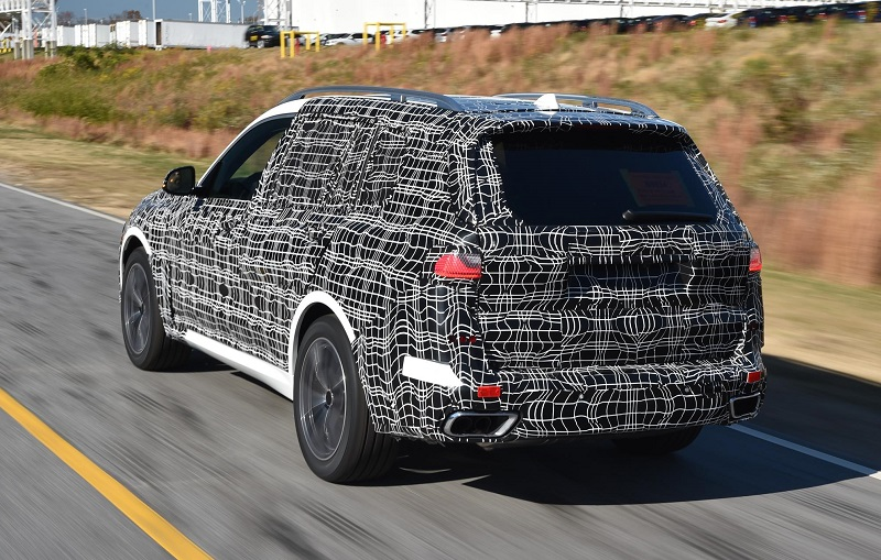 Camouflaged first glimpses of new BMW X7 sports activity vehicle
