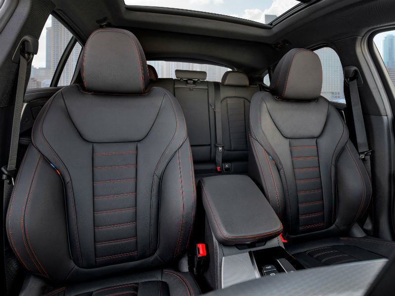 the-all-new-bmw-x4-m-front-seats