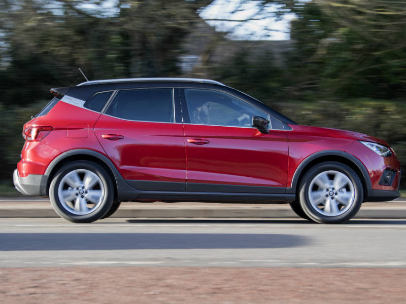 SEAT Arona review moving shot_1
