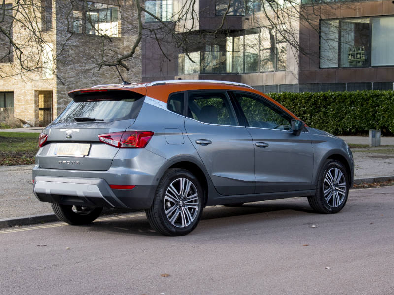 SEAT Arona review two tone roof