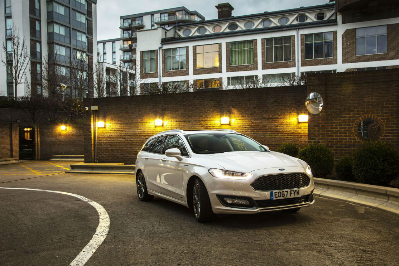 16mondeo vignale estate front three quart static 1