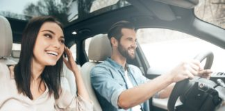 avis inclusive couple driving without worry 1